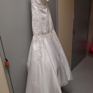 Custom-made white wedding dresses